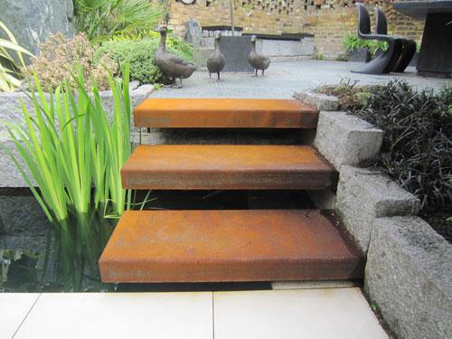 Corten steel garden steps by hollywood design for Decoration jardin rouille